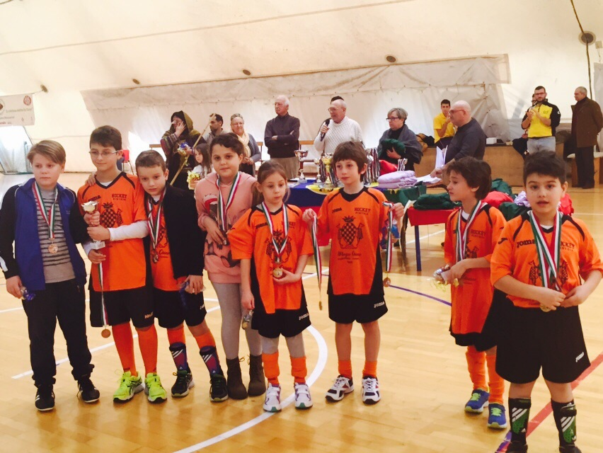 Il gruppo dell'Under 8 alla premiazione
